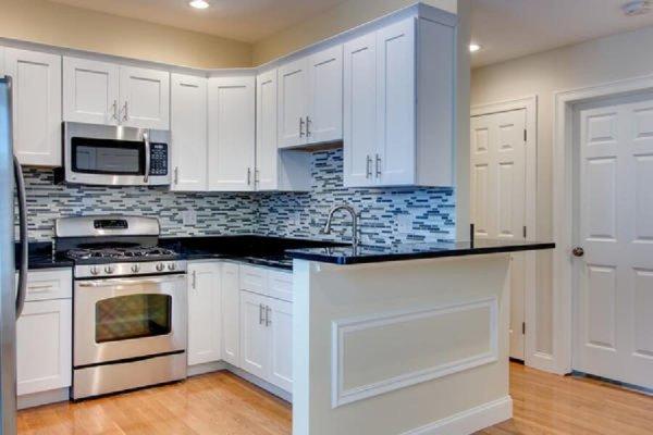Kitchen-White-Maple-Shaker-with-Black-Granite-Countertops